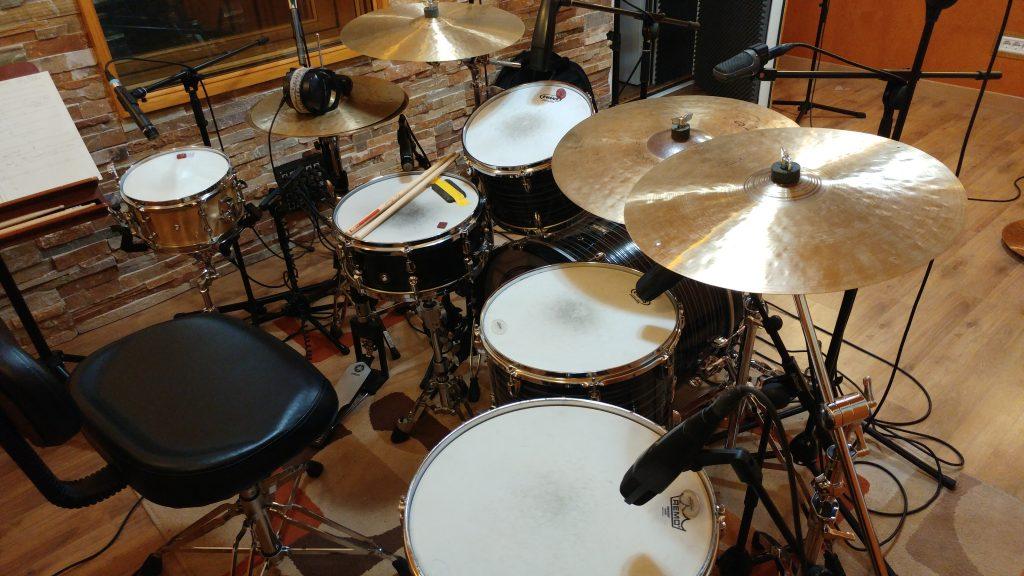 Grabar baterías en estudio profesional